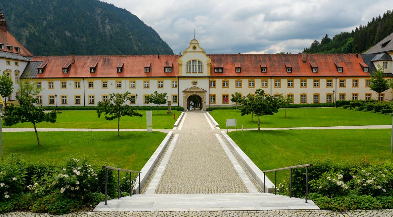 Viaje por carretera de la Abadía de Ettal Bavaria