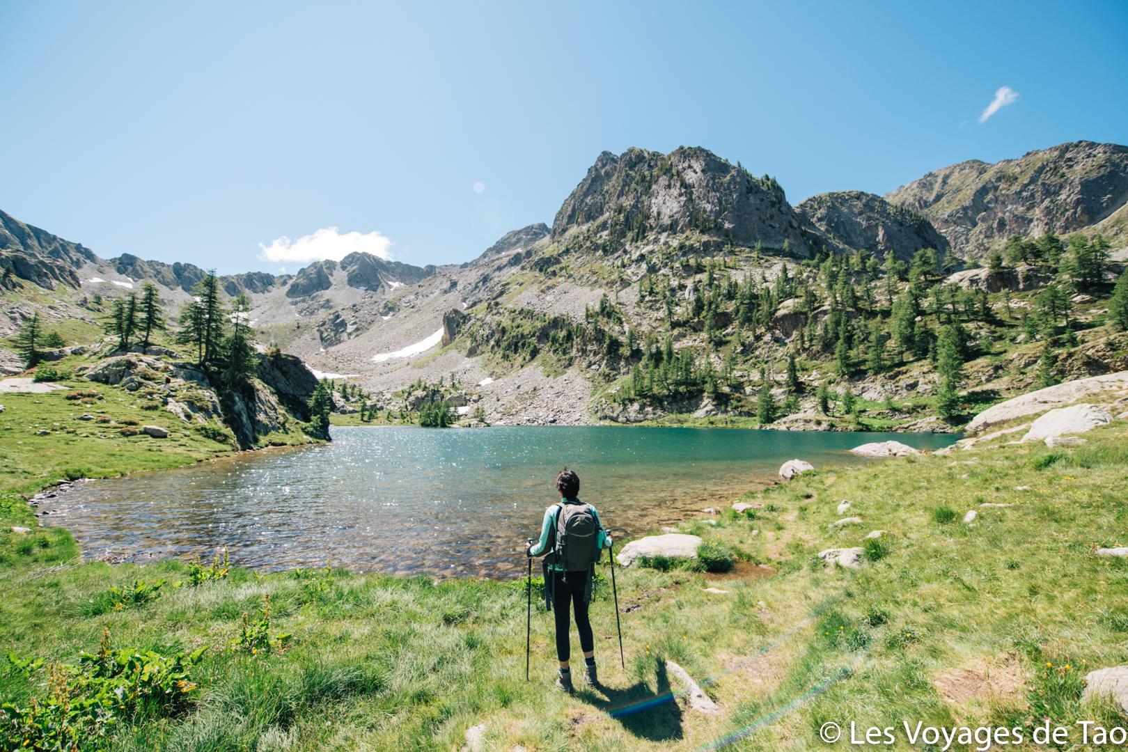 Lago Trecolpas con un niño