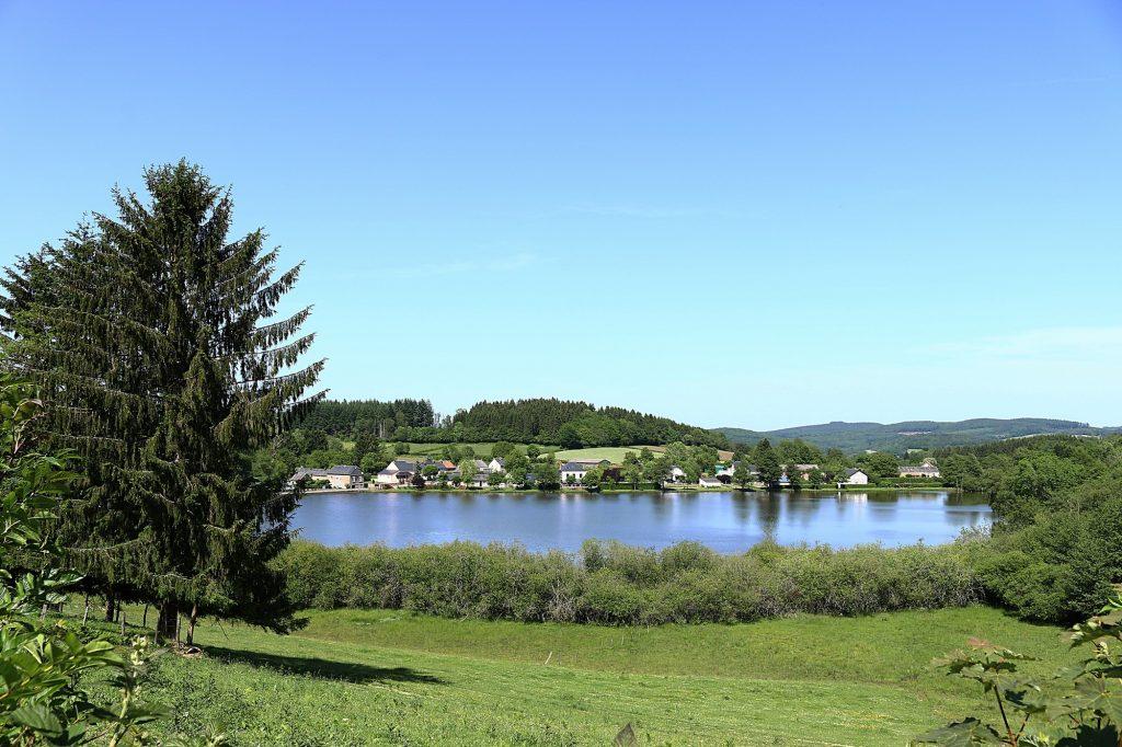 Lago Settons alrededor de Dijon