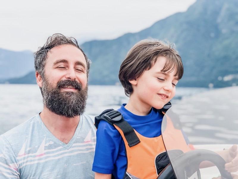 Joey y Atlas en el lago de Como después de vender todo y viajar
