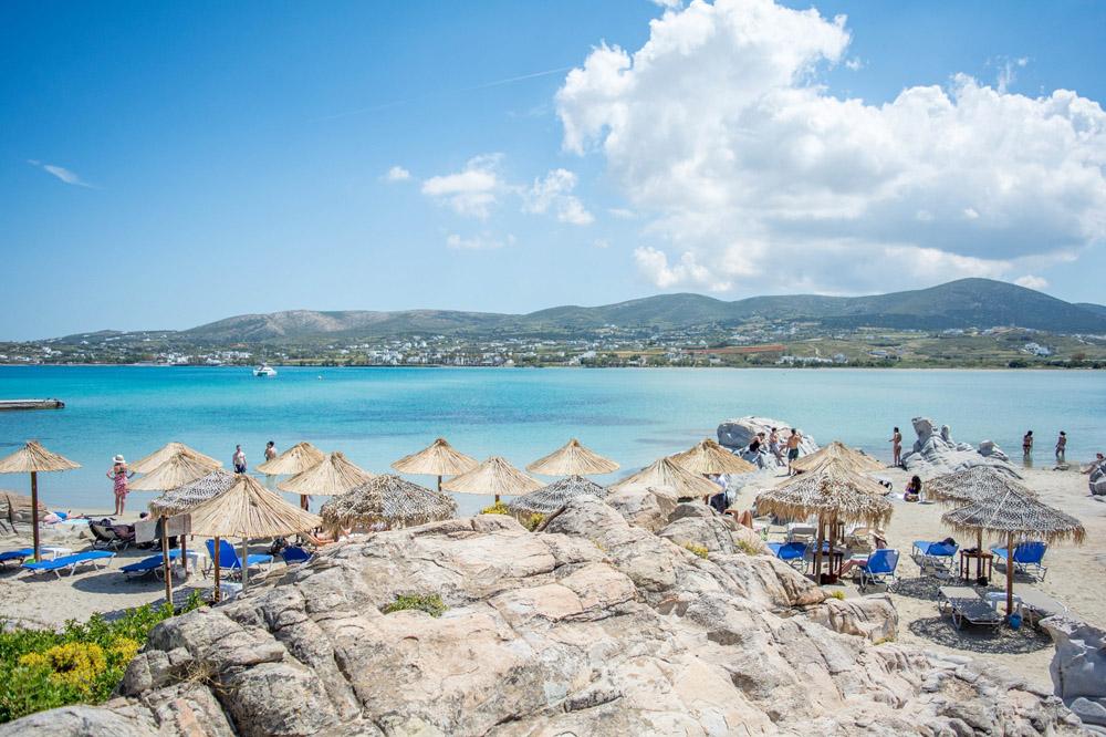 Playa de Kolympethres en Paros