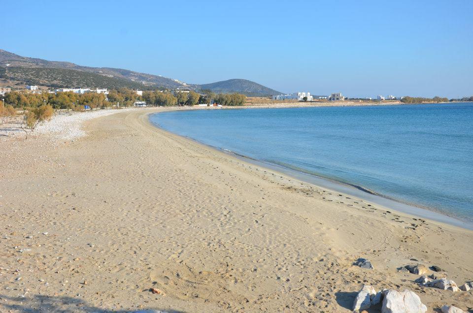 Playa de Aliki en Paros