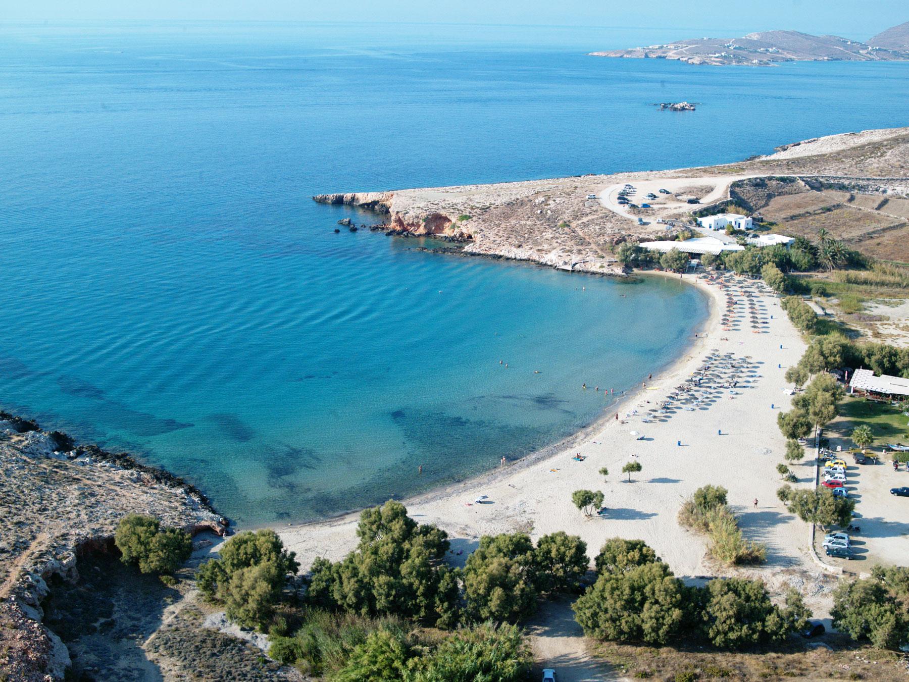 Playa Parasporos en Paros