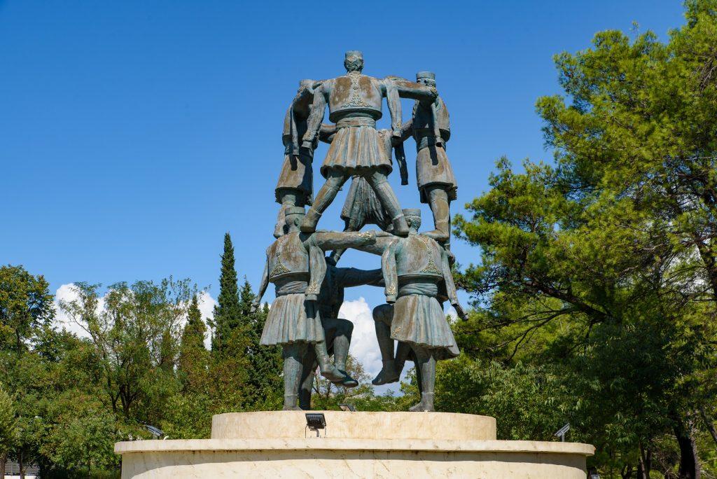 Bailarines de escultura de Podgorica