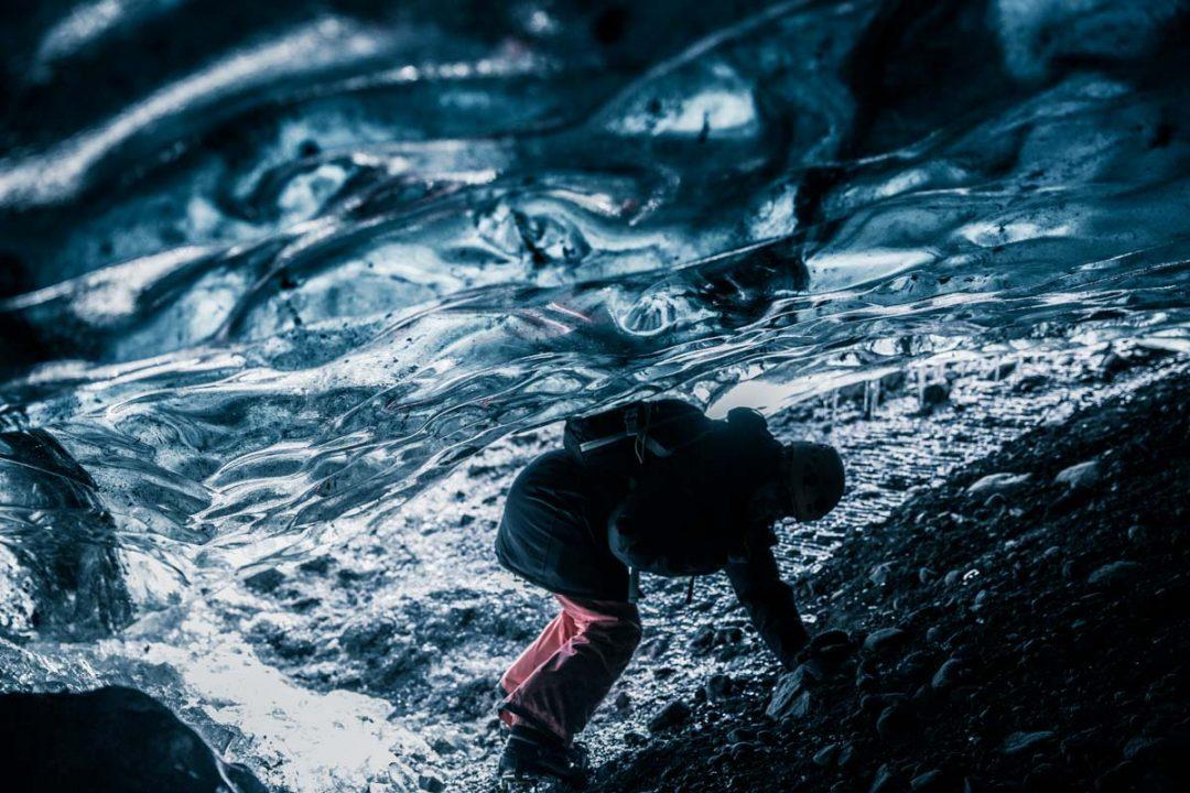 Visita a una cueva de hielo en Islandia