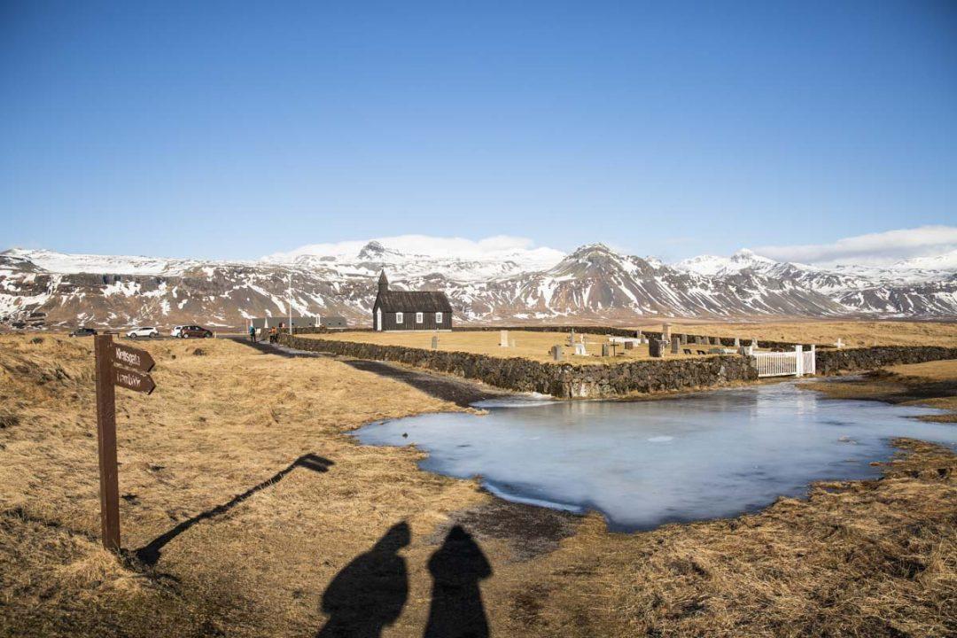 Iglesia Negra de Budhir que vale la pena ver en la península de Snaefellsnes