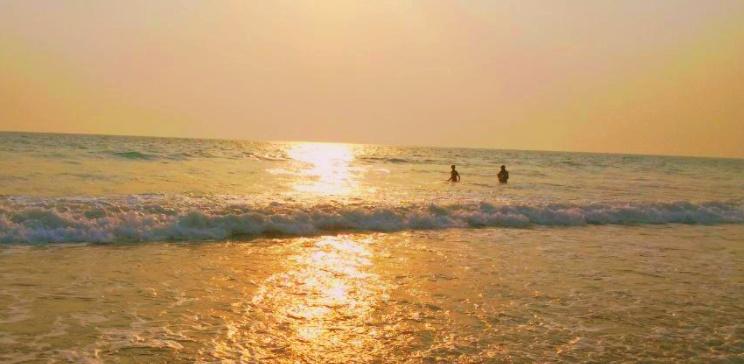 Las playas más limpias de la playa de Shivrajpur en la India