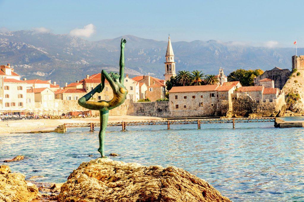 estatuas bailarinas Budva