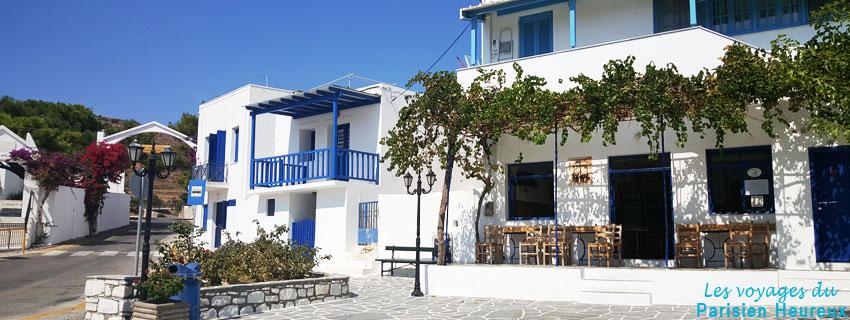 La plaza de un pueblo de la isla de Paros