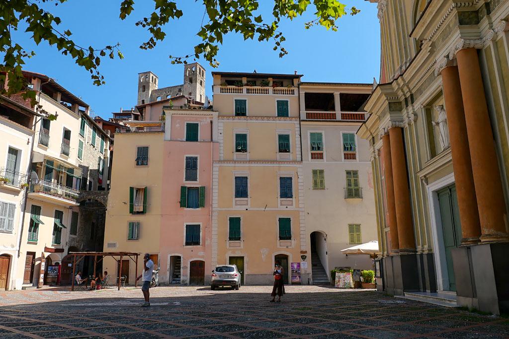 Plaza de la Iglesia Dolceacqua Italia Liguria