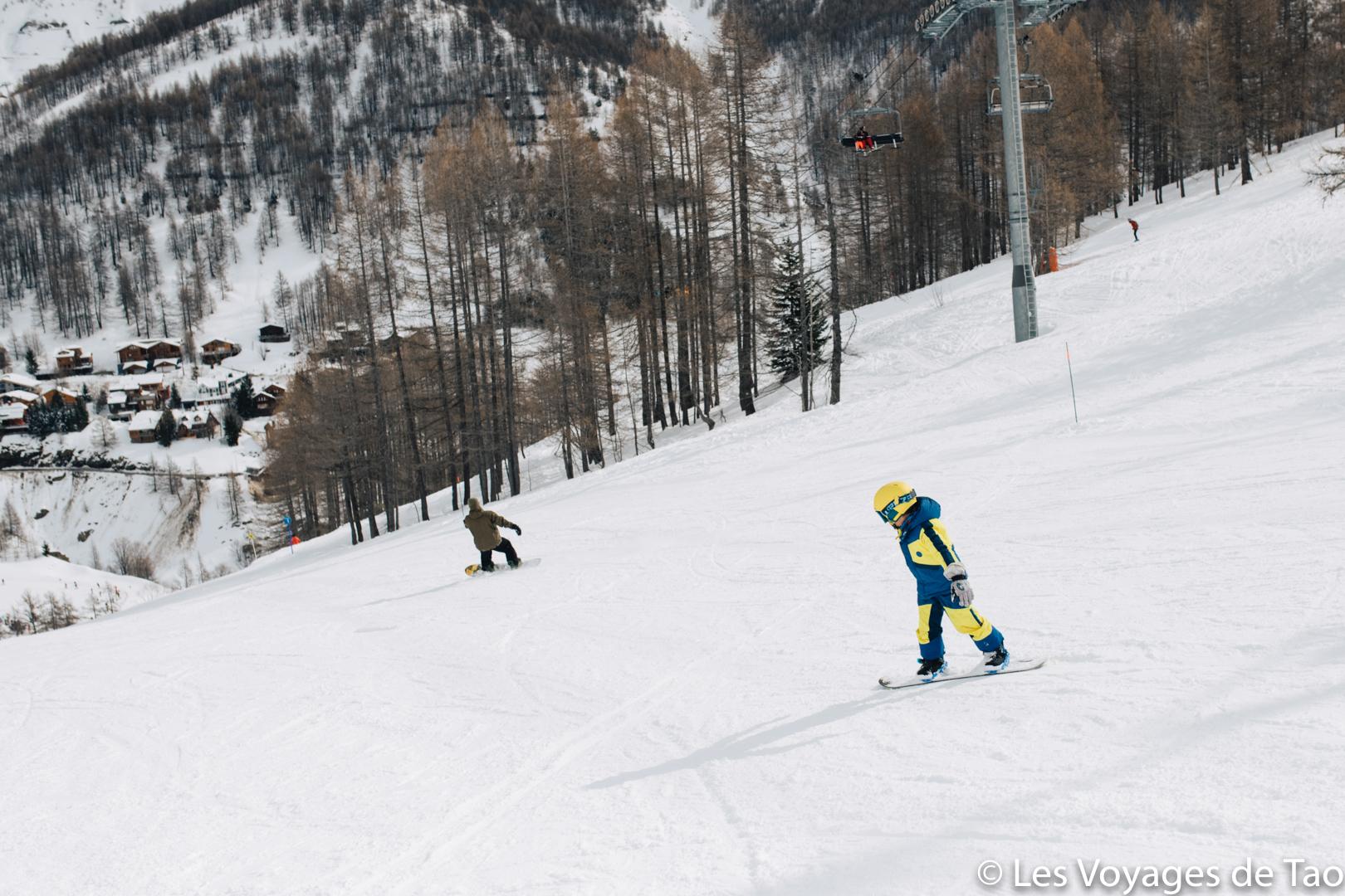 niño de snowboard cómo empezar