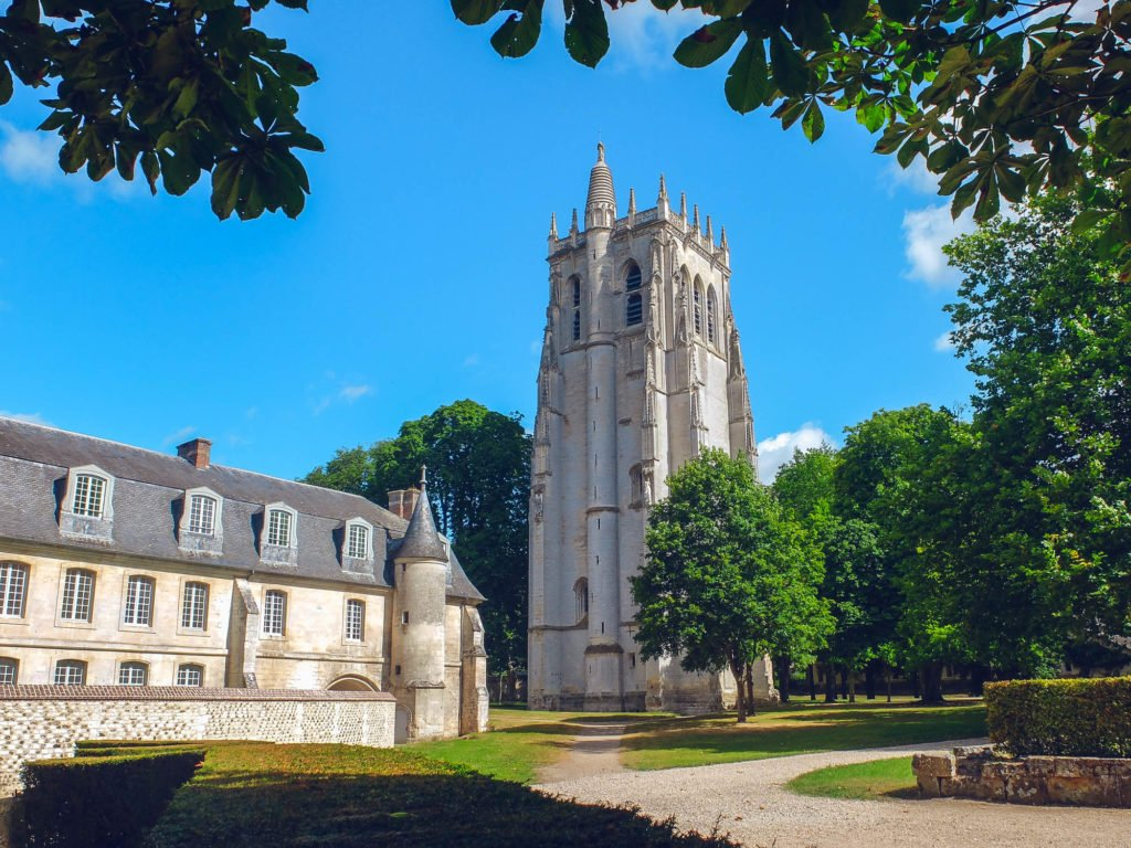 Normandía Bec-Hellouin y su abadía