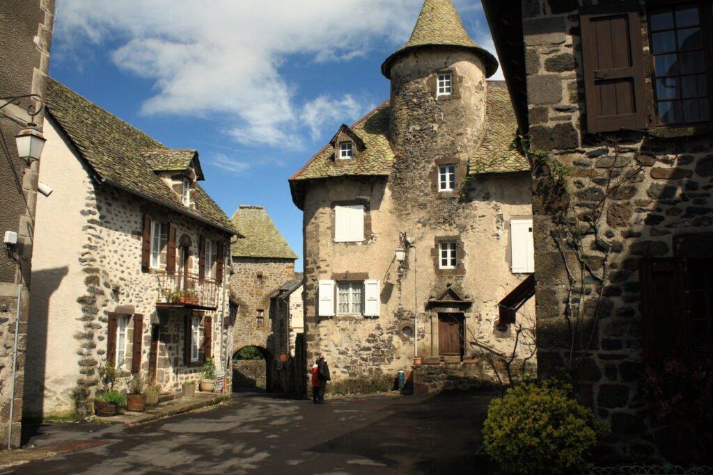 una calle en Saint-Saturnin