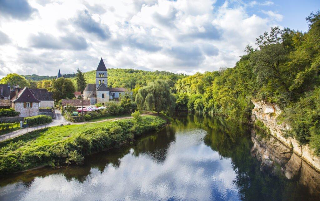 Pueblo de Saint-Léon-sur-Vézère en Dordoña