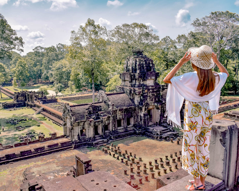 con vistas al área de Angkor desde lo alto de un templo