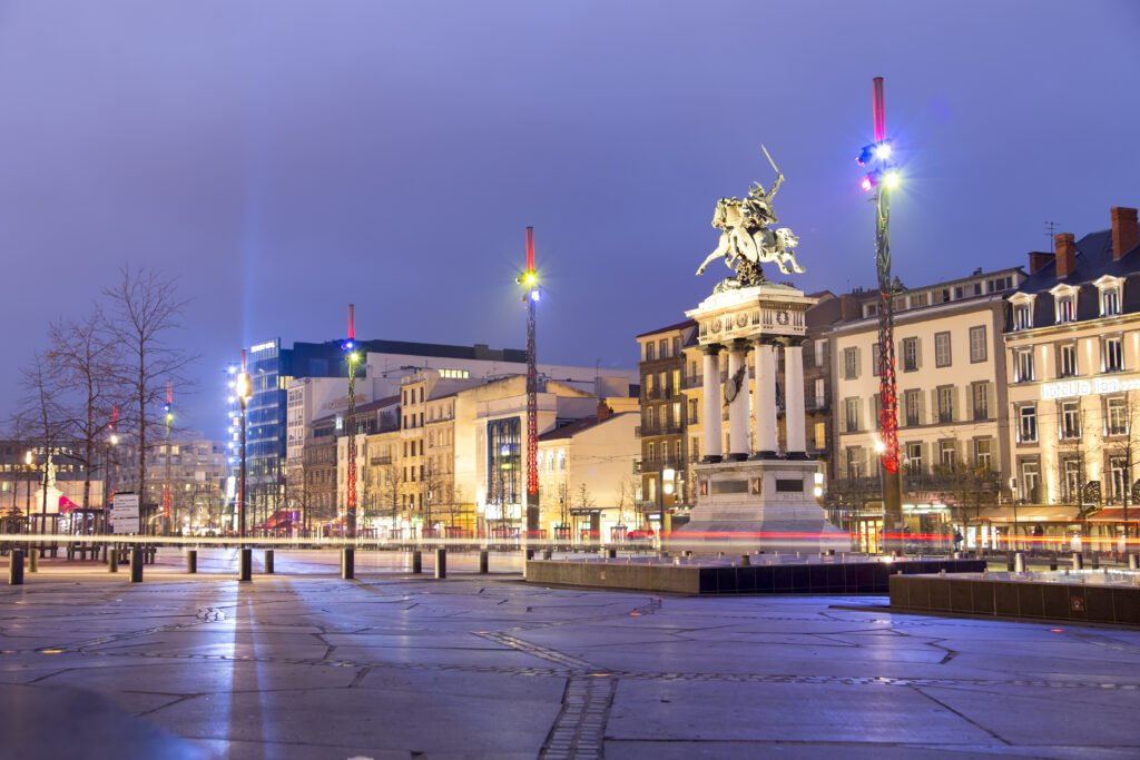 Clermont-Ferrand por la noche