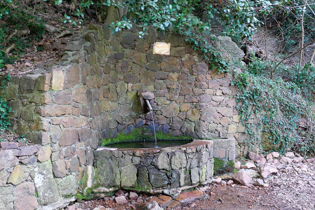 Fuente de la Var Sainte Baume Saint Raphaël
