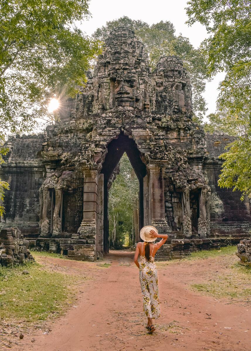 punto de la foto de la puerta este de Angkor Wat