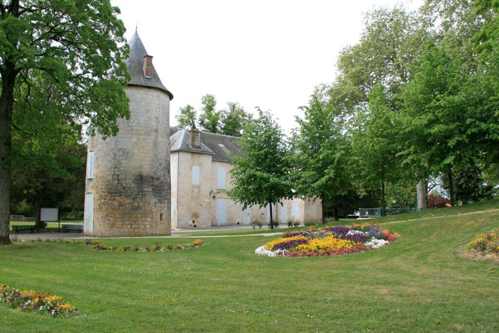 Surgères alrededor de La Rochelle