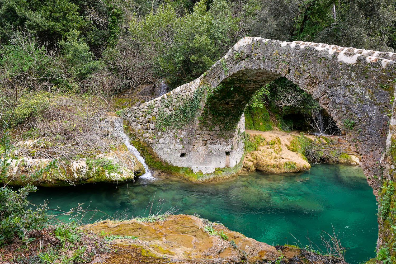 Puente de senderismo Tuves Montauroux gargantas de la Siagne