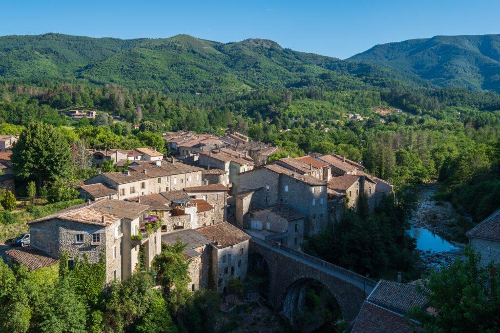 pueblo en el parque de las montañas de Ardèche