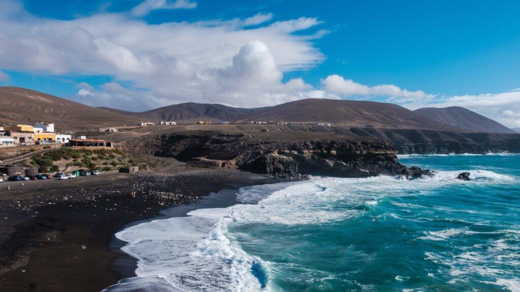Ajuy y su playa de arena negra