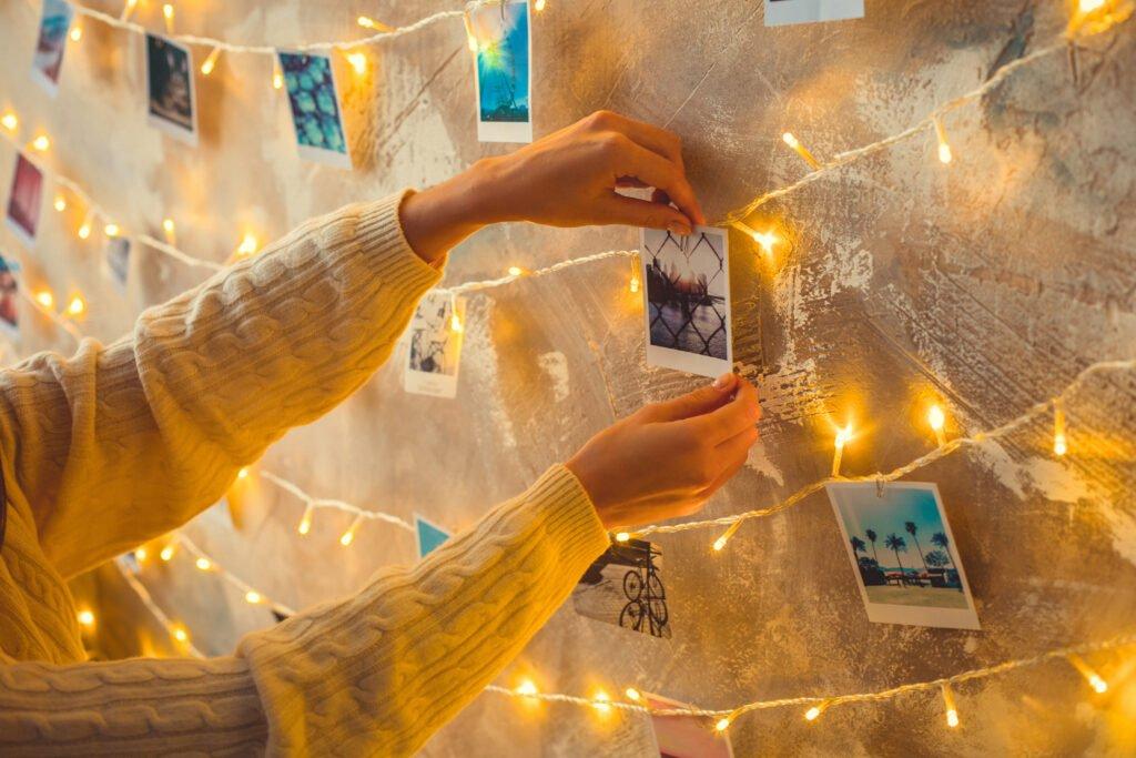 foto y guirnalda de luz