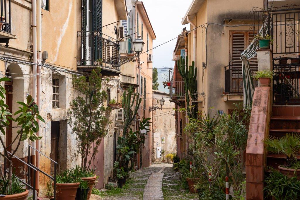 Pasea por los callejones de Palermo