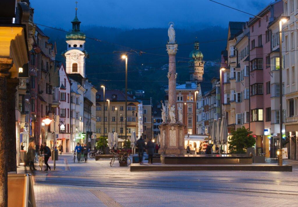 La calle principal para hacer en Innsbruck.