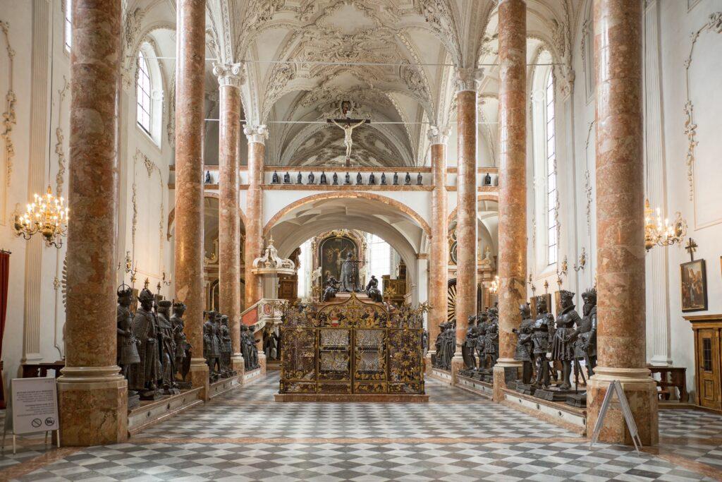 Las estatuas de la iglesia imperial