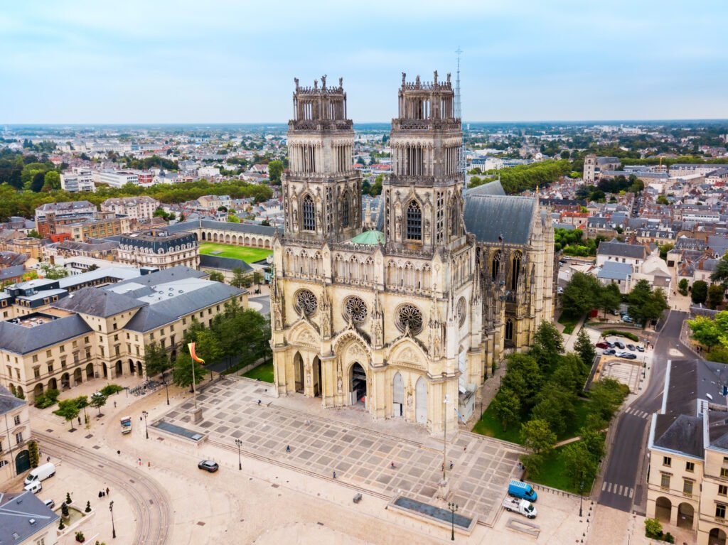 La catedral de Sainte-Croix para hacer en Orleans
